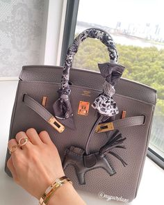 Check out the top quality replica Hermes bag Vho.To Hermes shop now! Hermes uk, Hermes USA and CANADA Hermes Birkin, Hermes Ring, Birkin 25, Hermes Bags, Hermes Bracelet, My Bags, Purses And Bags, Fashion Bags, Fashion Accessories