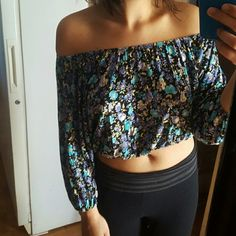 Stretchy floral crop top! You can wear it off your shoulders or regular. If you wear it regular the sleeves will be up to elbow length, off shoulders sleeves will be longer, cute floral pattern, great for the nice weather, and it's stretchy so medium and large can definitely fit Tops Crop Tops