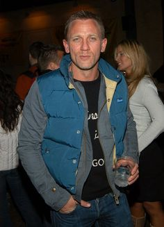 What do you think of Daniel Craig in his puffy vest? Hot guys bundled up for cold days at #Sundance
