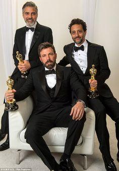 Argo recibe el Oscar a mejor película para sorpresa de muchos. Aunque a mi parecer, bien merecido.