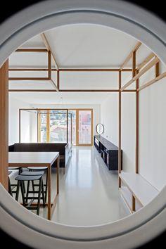 Les deux jeunes studios DDAANN et Mjölk, ont collaboré pour réaliser la rénovation de ce petit appartement à Prague. Cet appartement fait parti d'une maiso