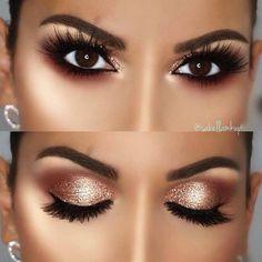 Image may contain: 1 person, closeup Eye Makeup On Hand, Makeup Over 40, Dark Eye Makeup, Simple Eye Makeup, High End Makeup, Smokey Eye Makeup, Eyeshadow Makeup, Eye Make Up Videos, Spring Makeup