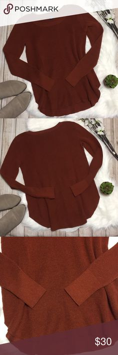 American Eagle | Burnt Orange Sweater American Eagle | Burnt Orange Sweater with Rounded Hem. Super cute & perfect for winter! Excellent condition! 55% cotton, 25% polyester, 15% acrylic, 10% viscose. Size M. Bust: 17in Length: 25in. ⭐️offers welcome⭐️ American Eagle Outfitters Sweaters Crew & Scoop Necks