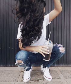 Outfit with white vans Tumblr Photography, Girl Photography Poses, Instagram Pose, Selfie Poses, Selfies, Insta Photo Ideas, Foto Pose, Tumblr Girls, Girl Photos
