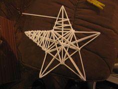 Flax Weaving, Willow Weaving, Paper Weaving, Weaving Art, Basket Weaving, Christmas Tree Toppers, Christmas Deco, Christmas Crafts, Newspaper Basket