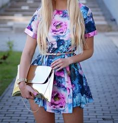 Cute floral dress and gold clutch Passion For Fashion, Love Fashion, Fashion Looks, Womens Fashion, Aeropostale, Dress Skirt, Dress Up, Casual Dresses, Short Dresses