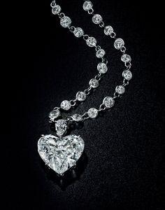A 19.64 carats, F colour, VS2 clarity diamond pendant necklace, by Sabbadini