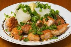 Hähnchenstücke und Kartoffeln mit Sahne überbacken – Geschmackvoll