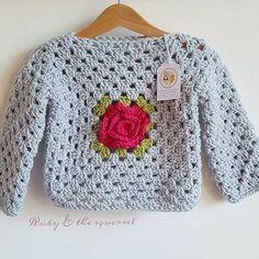 Elegante a crochet Crochet Baby Poncho, Crochet Baby Sweaters, Crochet Girls, Crochet Baby Clothes, Love Crochet, Crochet Granny, Crochet For Kids, Knit Crochet, Baby Sweater Patterns