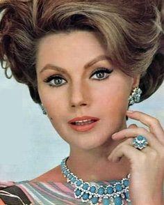 Sylva Koscina World Most Beautiful Woman, Gorgeous Women, Amazing Women, Classic Actresses, Beautiful Actresses, 1960s Hair, Italian Actress, Italian Beauty, Retro Hairstyles