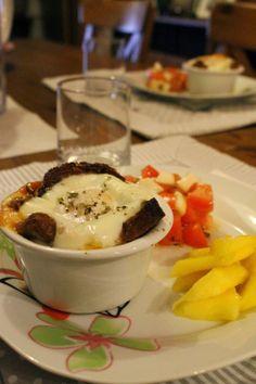 Ovos em cocotte! Rápido, delicioso e lindo!! A receita em http://amor-as-camadas.blogspot.pt/2014/02/gourmet-ou-rustico-ovos-em-cocotte.html
