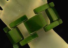 """HINGED GATE LINK SPINACH GREEN 1 3/8"""" WIDE RARE BAKELITE VINTAGE BRACELET"""