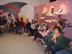 """Centro de Educación Especial """"El Camino"""". ASPACE (II) Hacer Escuela: El mundo de los cuentos    Fotografías realizadas a los grupos escolares y a los alumnos que han visitado la exposición."""