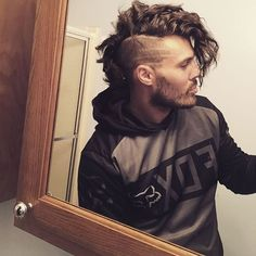 Ombre Hair Color Trends - Is The Silver Style Mohawk Hairstyles Men, Haircuts For Men, Latest Hairstyles, Hair And Beard Styles, Curly Hair Styles, Long Mohawk, Beard Fade, Mens Braids, Ombre Hair Color