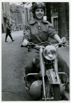 Peugeot motorcycle Paris 1951 Robert Doisneau