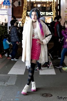 When we met Manon this time, she was wearing a Nice Claup coat over a vintage lingerie top, a handmade skirt, striped tights, and platform shoes with stickers on the soles. More of Manon's kawaii accessories – excluding the backpack – are from 6%DOKIDOKI. Her purple hairstyle is also an important part of the look.