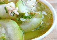 Winter Melon in Shrimp Broth (Canh Bi Dao Tom)  http://tianguyen.blogspot.com/2008/07/vietnamese-winter-melon-soup-canh-bi.html