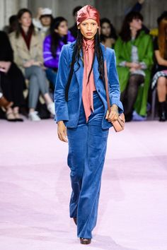 Kate Spade New York Fall 2019 Ready-to-Wear Fashion Show Collection: See the complete Kate Spade New York Fall 2019 Ready-to-Wear collection. Look 16 Fashion Week, New York Fashion, Trendy Fashion, Fashion Trends, Fashion Suits, Trendy Style, Office Fashion, Fashion Ideas, Kate Spade