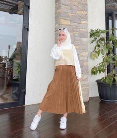 Modern Hijab Fashion, Hijab Fashion Inspiration, Muslim Fashion, Korean Fashion, Nude Outfits, Teen Fashion Outfits, Modest Outfits, Casual Hijab Outfit, Ootd Hijab