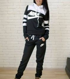 jumpsuit nike stripes striped sweater striped dress street black black and white tracksuit pants hoodie jacket longsleeve jumper sweatpants dam outfit is the sh Nike Outfits, Sport Outfits, Winter Outfits, Casual Outfits, Looks Chic, Looks Style, Nike Free Run, Mein Style, Athletic Outfits