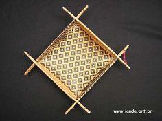 material: arumã  feito por índios: Sateré-Mawé  local: Amazonas  peça: Peneira