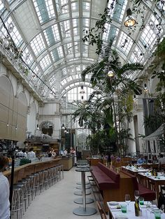 Palmenhaus Restaurant Wien: Located in a beautiful historic building containing plants used for official functions as well as the Imperial Butterfly House. Innsbruck, Vienna Restaurant, Vienna Hotel, The Places Youll Go, Places To Go, Monuments, Europe Centrale, Austria Travel, Austria Tourism