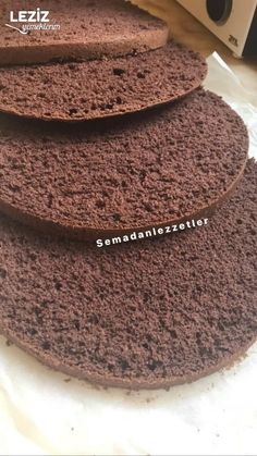 Pandispanya Tarifi (Kakaolu) - See Tutorial and Ideas Chocolate Deserts, Chocolate Cake, Sponge Cake Recipes, Cheesecake Cupcakes, Food Words, Kakao, Pavlova, Food To Make, Catering