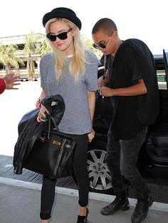 Ashlee Simpson's jet-setting style is to die for! Love her fedora hat, skinny black pants and classic tee, all topped off with chic wayfarers!