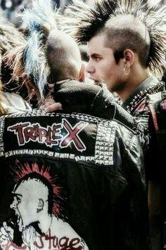 Music flows in my veins Punk Mohawk, Afro Punk, Anti Fashion, Punk Fashion, New Wave, Punk Guys, Estilo Punk Rock, Mode Punk, Music Flow