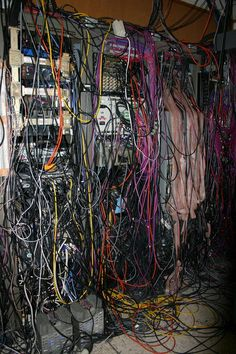 Some poor system admins or IT techs are dropped into a tangled mess. Here are 15 of the worst server wiring jobs ever. Welcome to Server Room Cable Hell. Vrod Harley, Computer Technology, Computer Science, Computer Tips, Data Center Design, Structured Cabling, Server Room, Electrical Projects, Cable Tie