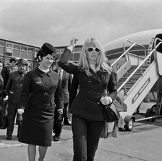Brigitte Bardot, 1966. | 41 Vintage Pictures Of Heathrow Airport That Show Air Travel Was Once A Stylish Affair