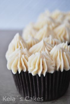 Cupcakes de chocolate y buttercream de avellana