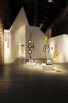 ROY LICHTESTAIN - SCULPTOR Fondazione Vedova Open until 23 November 2013, at the Magazzini del Sale (Salt Warehouses)  in  Zattere  in Venice, home of the Vedova Foundation, is the exhibition  Roy Lichtenstein – Sculptor. For the first time in Italy over 45 pieces from one of the geniuses of American Pop Art, including drawings, collages, maquettes, models and sculptures in bronze. More info : http://en.venezia.net/07/08/2013/roy-lichtenstein-sculptor.html