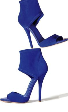 I've been looking for a pair of blue suede pumps Fab Shoes, Dream Shoes, Crazy Shoes, Blue Shoes, Me Too Shoes, Shoes Heels, Shoes Pic, Suede Shoes, Jimmy Choo