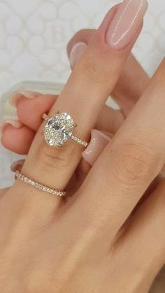 3 Carat Rose Gold Oval is everything! rings jewellery 3 Carat Rose Gold Oval is everything! Princess Cut Engagement Rings, Beautiful Engagement Rings, Halo Diamond Engagement Ring, Tiffany Ring Engagement, Oval Cut Engagement Rings, Non Diamond Wedding Rings, Wedding Ring Gold, Expensive Engagement Rings, Most Popular Engagement Rings