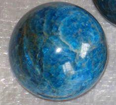 Yeryüzünde Bulunan 32 Doğal Taşın İnsanlar Üzerinde Bıraktığı İddia Edilen Etkileri- Onedio.com Crystals And Gemstones, Stones And Crystals, Peridot, Topaz, Decorative Bowls, Minerals, Jewels, Amp, Glass