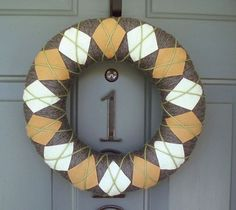 I've been seeing these argyle wreathes all over blog land lately... loving it!