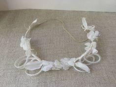 French vintage Delicate white wedding crown, rubon, vintage fabric flowers de la boutique VintagedeFrance sur Etsy