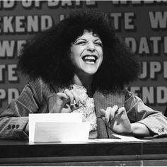 Gilda Radner was one of the best SNL castmembers of all time. She left behind quite a legacy of laughter (and colorful characters). Best Female Comedians, Funny Comedians, Best Of Snl, Cancer Support Groups, Queens Of Comedy, Gilda Radner, Celebrity Deaths, Saturday Night Live, Famous Faces