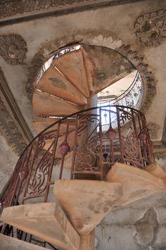 Escalier colimaçon monter sommet Patuxai Vientiane Laos