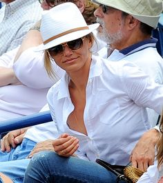 Loving Cameron's style in this pic. Hat, sunglasses, and blouse combo.