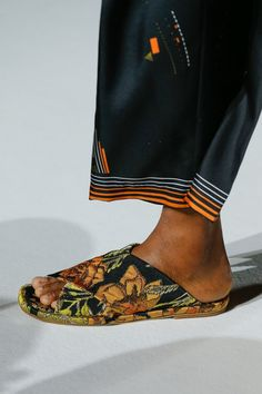 See detail photos for Dries Van Noten Spring 2018 Ready-to-Wear collection.