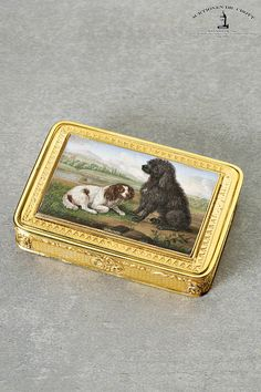 18K gold snuff box, circa 1825, with micromosaic 'Two dogs'.