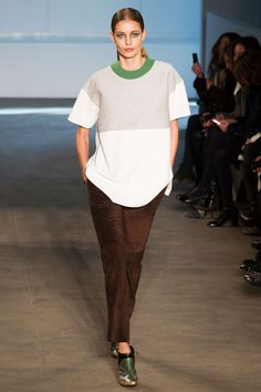 Derek Lam, New York Fashion Week Fall 2014. Classic sportiness. Oversized white and grey t-shirt with green neckline detail, brown suede pants, metallic shoes. Very chic!