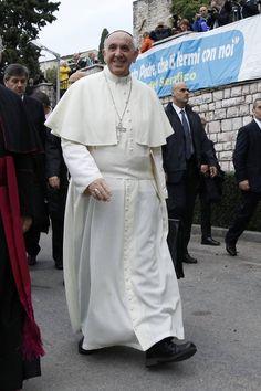 El Papa comienza su peregrinación a Asís con una visita a niños incapacitados - Sociedad - abc.es
