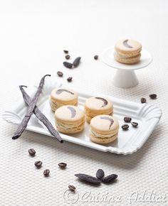 vanilla cafe & tOnka macaroons