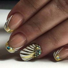 Here are cute, quirky, and incredibly unique french nail art design ideas for your inspiration! You can check also french tip nail designs with glitter and french tip nail designs for short nails. French Tip Nail Designs, Green Nail Designs, Beautiful Nail Designs, Cute Nail Designs, Nailart, French Nails, Home Gel Nail Kit, Chrom Nails, Dark Green Nails