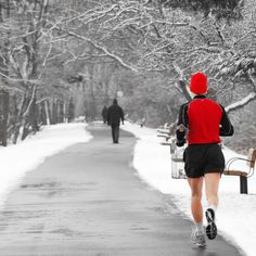 """Hey runners! We are in November and for us living in the northern hemisphere, the weather is turning cooler, and we are entering the coldest time of the year. So as the Starks in Game of Thrones say: """"WINTER is coming"""". Therefore, this is a great opportunity to talk about winter running and cold weather …"""
