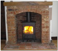 Good Free Brick Fireplace design Thoughts Clearview Pioneer wood burning stove with brick arch and beam. Exposed Brick Fireplaces, Fireplace Surrounds, Fireplace Design, Fireplace Ideas, Foyers, Wood Stove Surround, Fire Surround, Log Burner Living Room, Wood Burner Fireplace