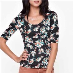 Kirra Floral Ponte Zip Back Top This shirt literally fits your body perfect! It's super cute with its scoop neck and zipper back. Fits a XS/small, but is labeled XS on the tag. Looks great for any occasion. MAKE OFFERS! PacSun Tops Tees - Short Sleeve